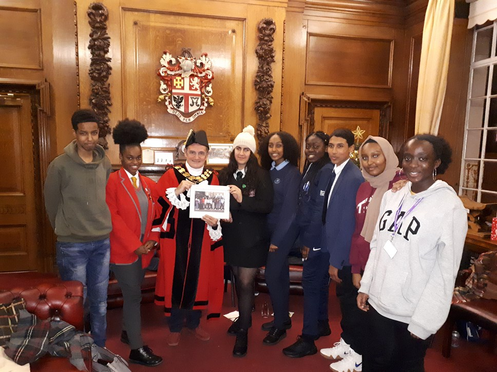 Youth Council meet with Islington Mayor and Council's CEO: Deputy Young Mayor Abubakar Finiin, Y Cllr Crystal Thoms, Mayor Cllr Dave Poyser, Y Mayor Honey Baker, Y Cllr Tsedenia Asrress, Y Cllr Lydia Banjo, Y Cllr Arkan Ali Aqiil, Y Cllr Ayaan Abdulle and Y Cllr Jackie Appiah-Kubi