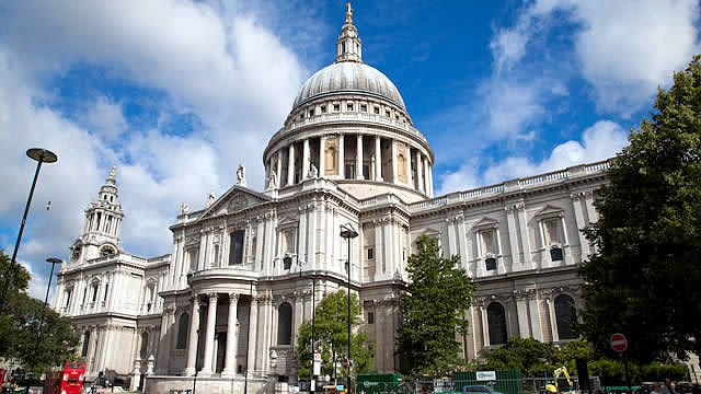 Mary Poppins Pops Up in London!: -st pauls cathedral 640
