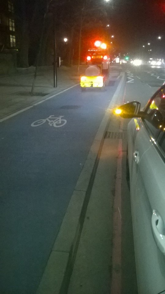 Cycle route gritter - copyright Transport for London