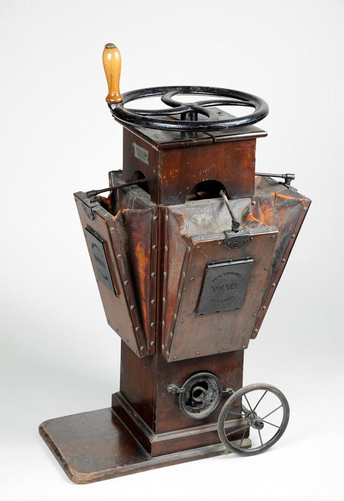 Object of the week- Vintage vacuum cleaner: 19.volacearlyvacuumcleanercleedsmuseumsandgalleries.jpg
