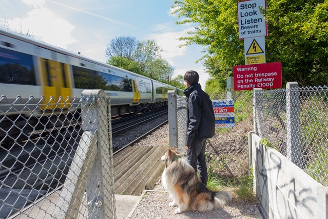 New warning system helps make level crossings safer for people in Kent and Sussex: Covtec in use at Ham Shades Lane in Whitstable