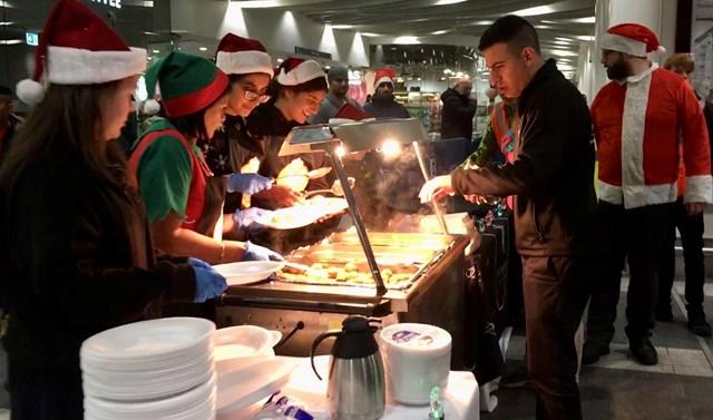Christmas Eve dinner at New Street station for Birmingham's homeless: New Street meal 7