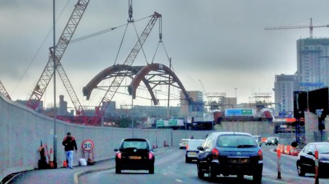 Ordsall Chord arch lift as tweeted by Chris Sawer