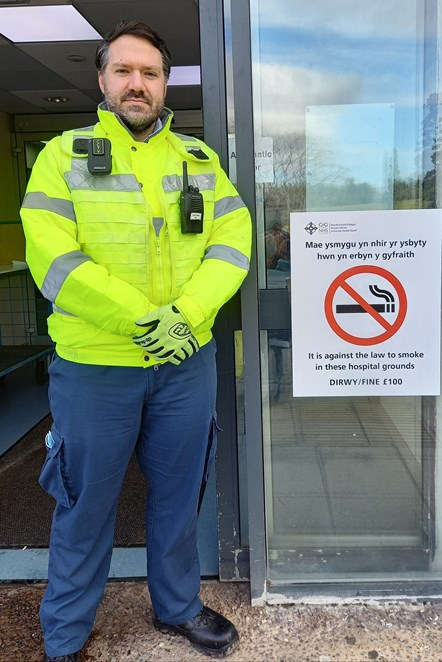 Smoke Free Officer with new signage 2-2