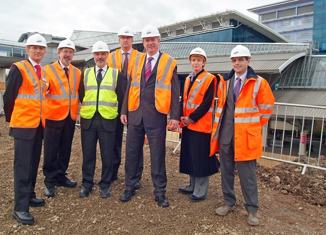 Manchester Airport third platform: Transport Minister Tom Harris MP visitsworksite 30 October 2007