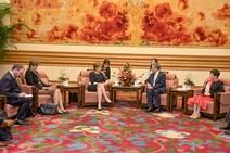 First Minister Hu Chunhua: First Minister meets Vice Premier Hu Chunhua at Zhongnan Hai.