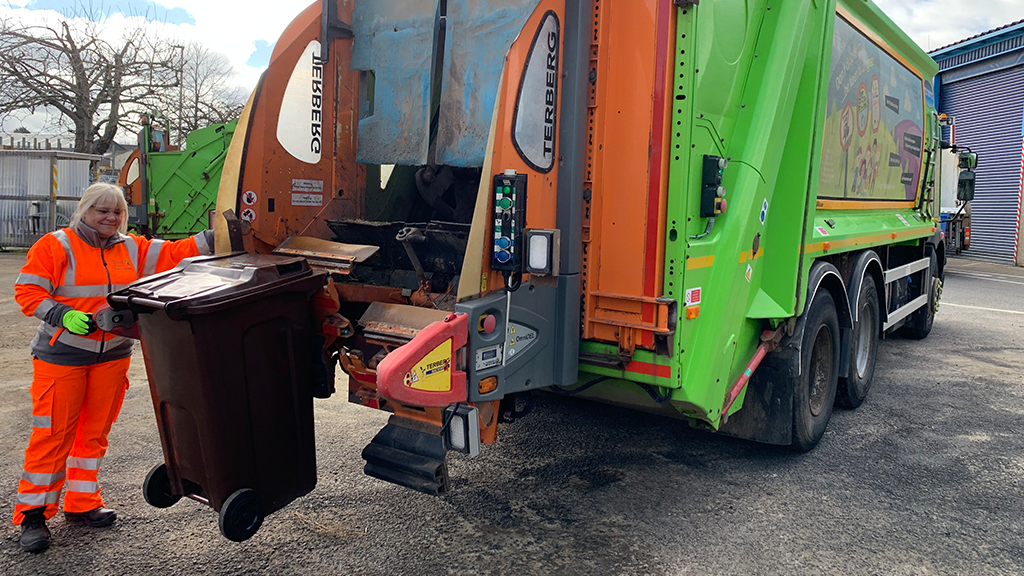 Streetscene gears up for garden waste collections 2020