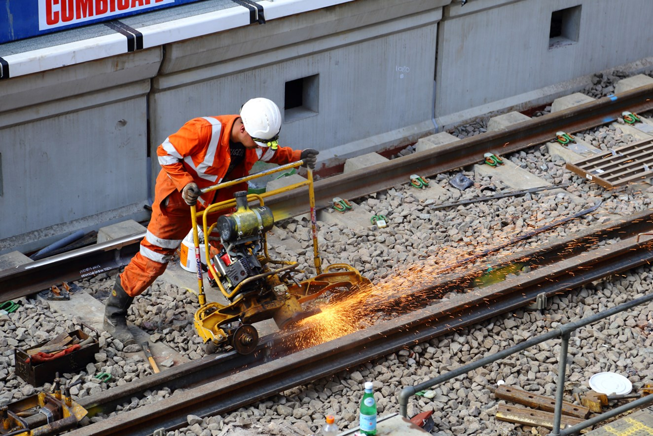 Passengers reminded to check their journeys as £800 million Waterloo Upgrade continues: Waterloo 17 Aug Img3