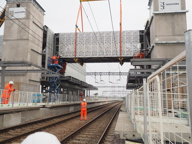 TIMELAPSE: Building better connections at Cambridge North railway station as footbridge is installed: Cambridge North bridge installation