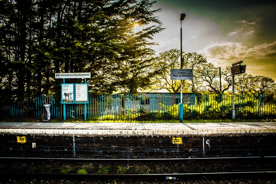 Busnesau bach yn hanfodol ar gyfer buddsoddiad mawr mewn gorsafoedd, meddai Trafnidiaeth Cymru: Pen-y-ffordd station