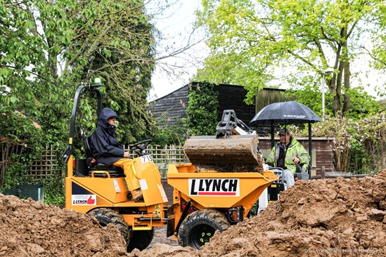 Lynch supports Iver Environment Centre-3