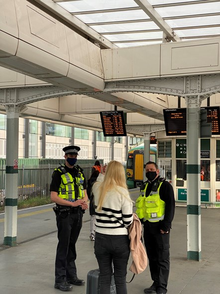 PC Lloyd and Southern employee Phil speak to a member of the public at East Croydon railway station