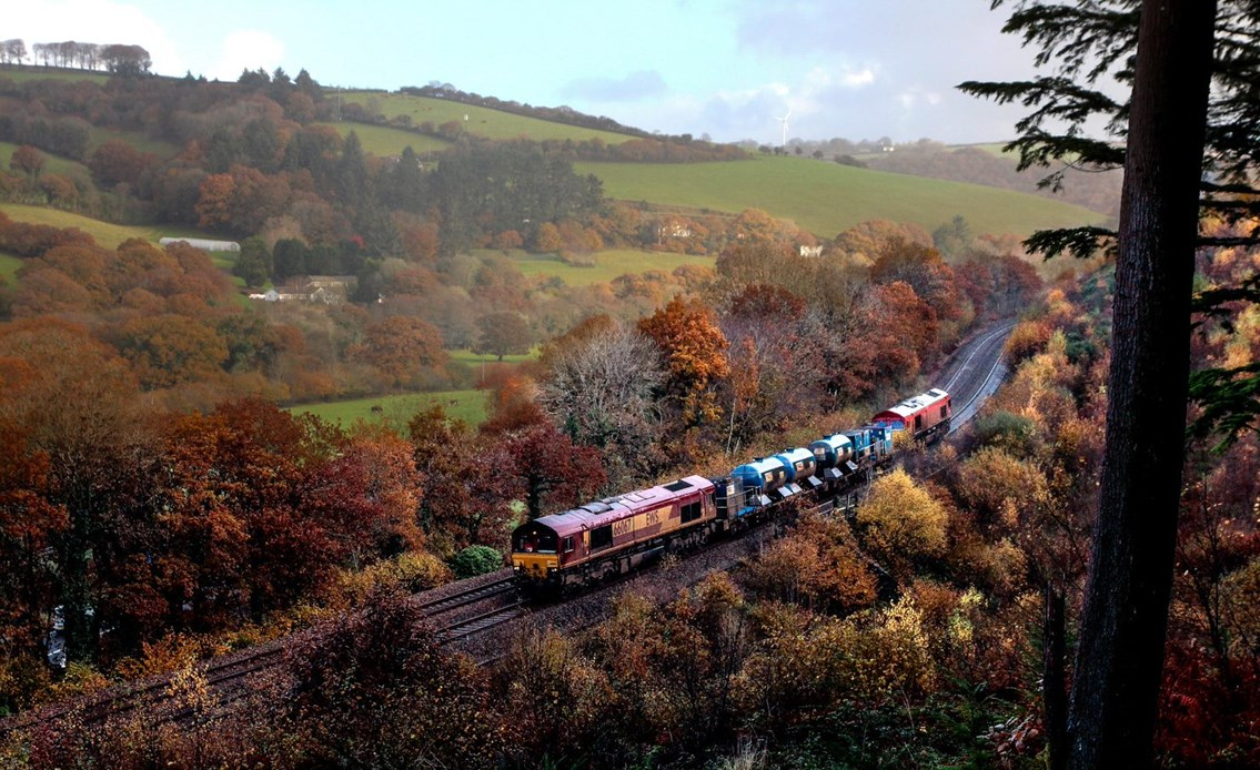Network Rail's leaf-busting machines ready to tackle autumnal deluge: Autumn treatment-4