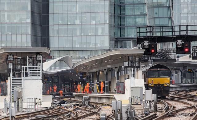 LBG - work on platform 10: Sunday at London Bridge  Work is underway on platform 10