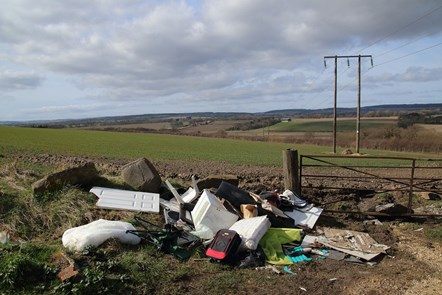 fly-tipping-5023335 1280