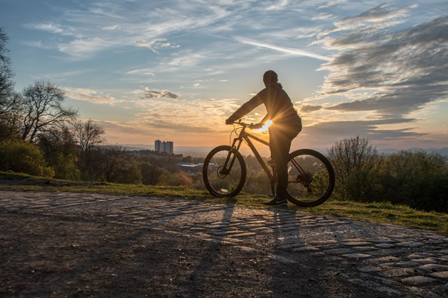 Covid drives huge increase in use of urban greenspace: A cyclist enjoying the view at Fernbrae Meadows ©Kenny MacCormack