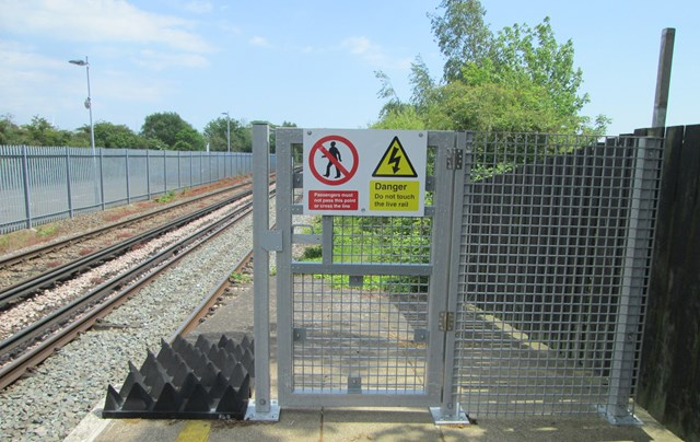 Safety gates installed across South East to reduce trespass on the railway: Polegate 240519 - Platform 1 CE