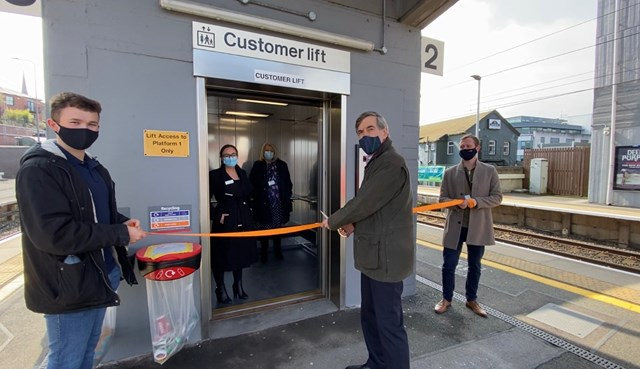 Macclesfield station lift opening event - ribbon cutting by David Rutley MP