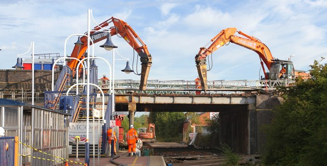 Time lapse shows Network Rail bank holiday upgrades completed: Bank holiday work taking place at Station Road bidge in Hucknall (27 August)