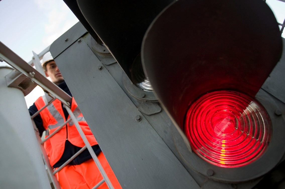 NETWORK RAIL DRIVES INNOVATION AND HELPS THE ENVIRONMENT: Signal