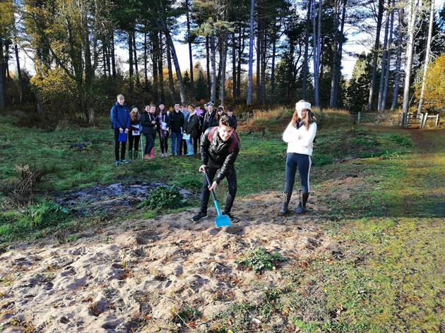 Construction of new education pavilion for Tentsmuir begins: Madras students cutting the first sod