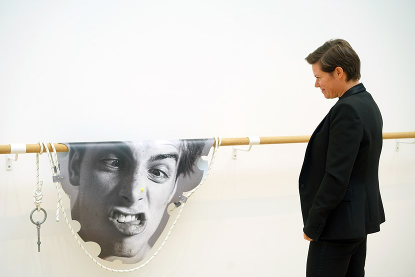 Leeds Art Gallery puts exciting UK talent in the frame: leedsartgallerysitekeepersarahbrownwithalexeialexanderizmaylovlupesulnasobeeonthenose2018-745553.jpg