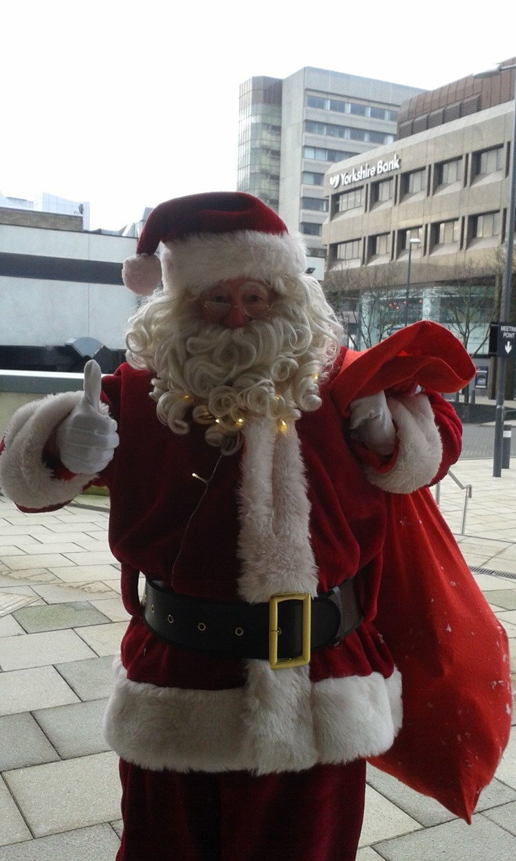 Christmas comes early for Leeds foster families: merrionarenapartysanta.jpg