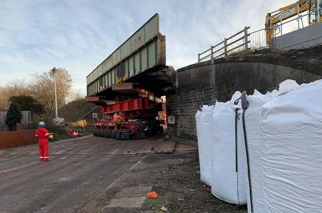 Teams removing old bridge