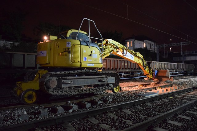 Acton Wells - laying ballast (2): Christmas 2015, engineering, IP Track. high speed handback, ballast, road rail vehicle