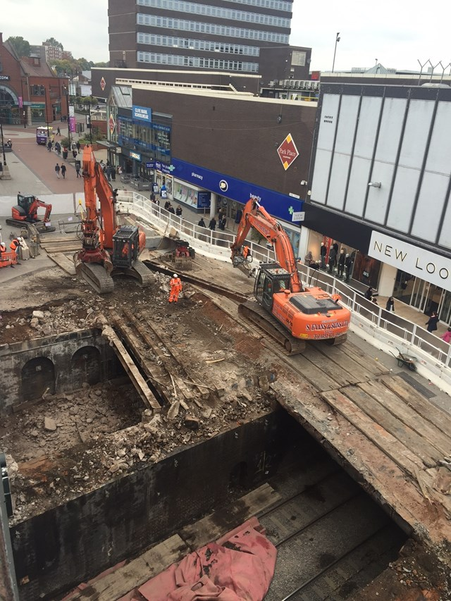 New bridge over railway on Walsall High Street as investment in West Midlands' railway continues: Phase 1 West Span Walsall high Street railway bridge demolition