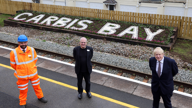 Carbis Bay new station sign: Left to right: Adam Cooper Watson, Network Rail project manager; Sir Peter Hendy, Chair of Network Rail; Prime Minister, Boris Johnson.
