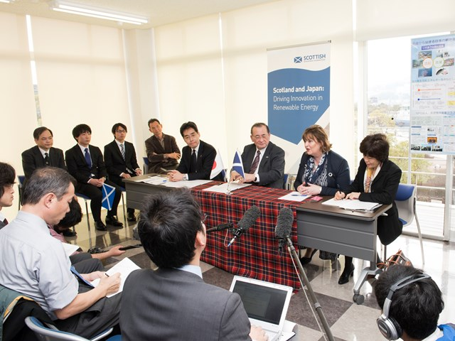 Fiona Hyslop with representatives from the Japan Trade Development Organisation (JETRO)