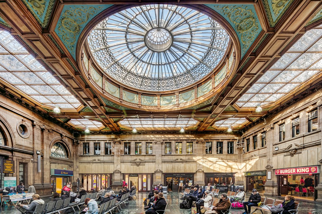 Edinburgh Waverley stands out from the crowd as station retail sales continue to rise: Edinburgh Waverley station