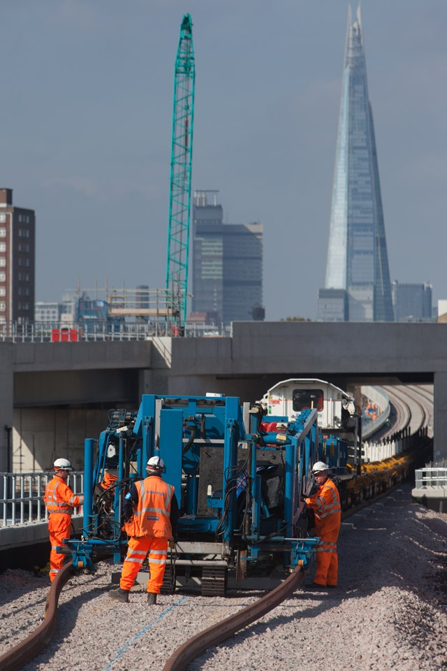 VIDEO: New junction to unlock London Bridge railway bottleneck moves closer to completion as first tracks are laid: NTC at BDU with Shard in background