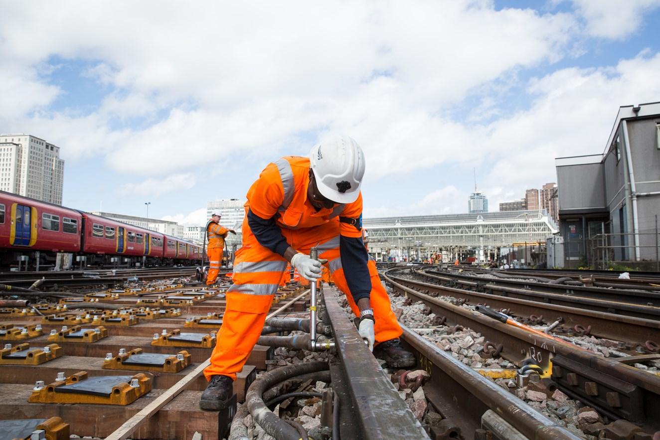 New railway technology - used for the first time in the UK - will give Network Rail more time to carry out vital maintenance work on the South Western Railway route: Track renewal work will take place at Waterloo during two weekends in March 2017 (1)