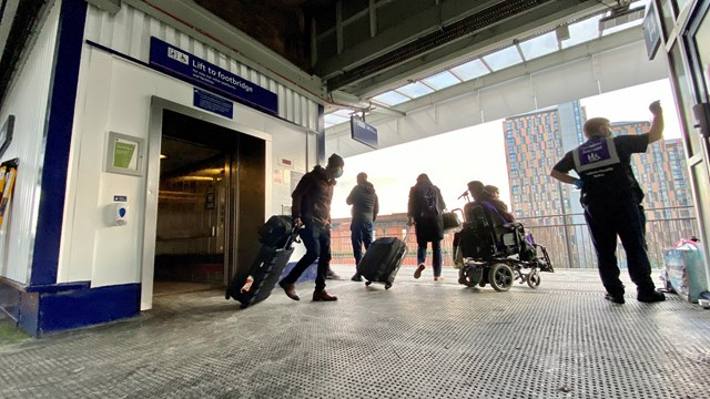 Advance notice to passengers about Manchester Piccadilly lift work: Passengers leaving platform 13 and 14 lifts at Manchester Piccadilly