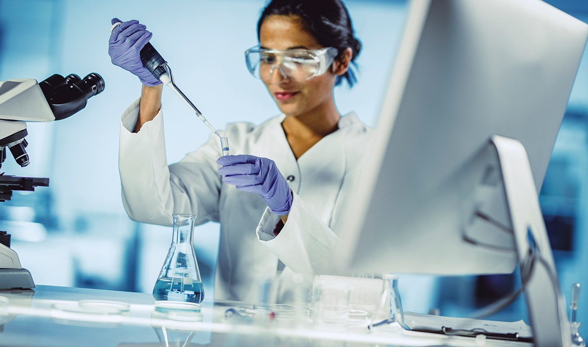 Woman in laboratory: Woman; Laboratory; Scientist;