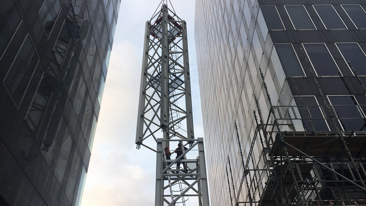 HS2 - New images show demolition of Euston towers: Tower crane assembly at Euston