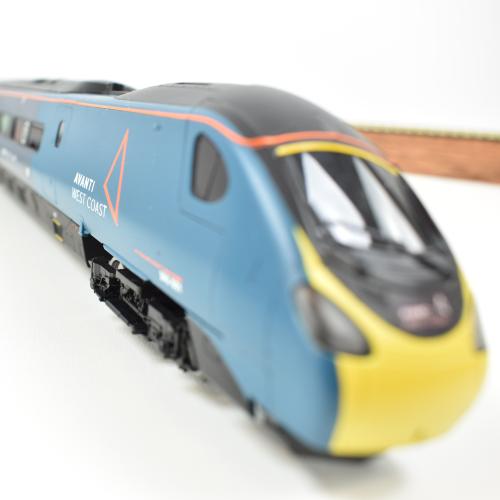 Images - Avanti Hornby rail set for auction for children's charity