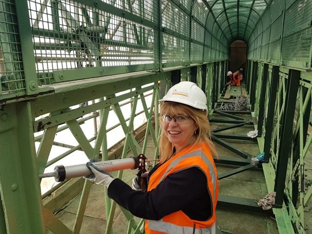 Lewes MP helps Network Rail's restoration of 120-year-old footbridge: 20180907 121937
