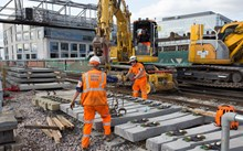 South East - Easter - Picking up sleepers near London Bridge: Picking up sleepers near London Bridge