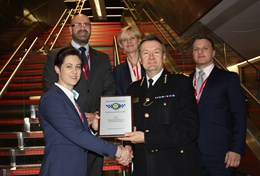 City of London Police Commissioner, Ian Dyson presents Aon and Mitie with the Secured Environments accreditation: Front to back, L-R: Debbie Bruwer (Security Services Manager, Aon), Ian Dyson (Commissioner, City of London Police), Kevin Allchorne (Regional Head of Global Protection Services – UK, EMEA & APAC, Aon), Lorraine Mansfield (Strategic Account Director, VSG), Ruben van Schalkwyk (Security Operations Manager EMEA, Aon).