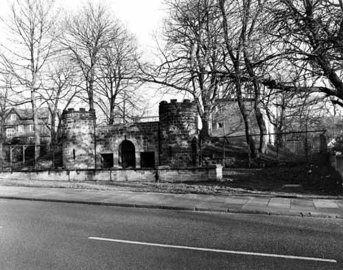 A Garden Through Time: The old bear pit which still stands today and was once part of the Leeds Zoological and Botanical Gardens.