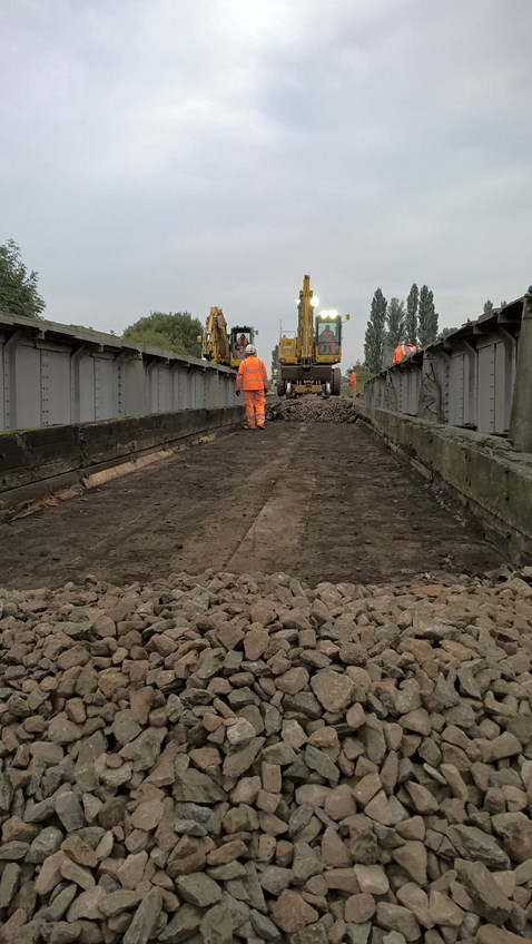 Laying ballast over the new bridge