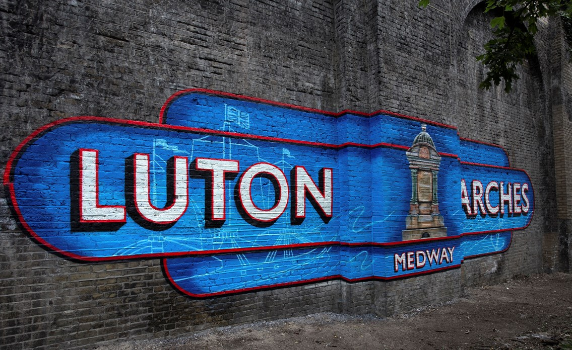 Luton arches mural, Chatham: Luton arches mural, Chatham, by Lionel Stanhope