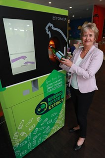 Reverse Vending Machine at Edinburgh Zoo 001