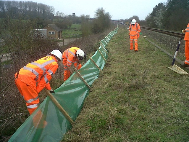 RAIL WORK MAKES ROOM FOR BIODIVERSITY IN COTSWOLD: Amphibian fencing installed in North Cotswold to protect newts
