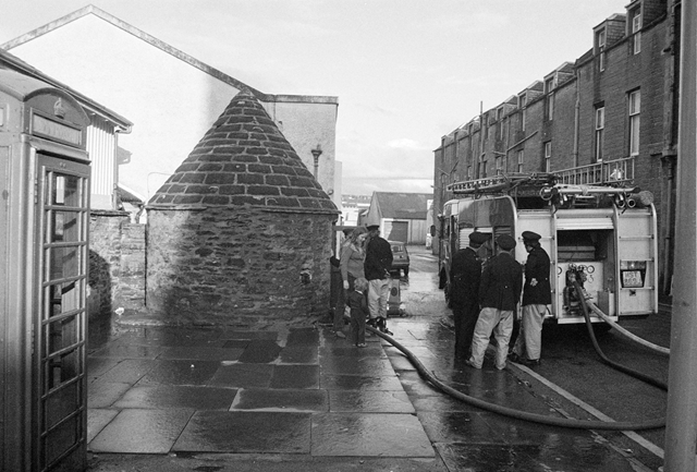 SC 1840528 - Well, Mansons Lane, Highlands - 1982