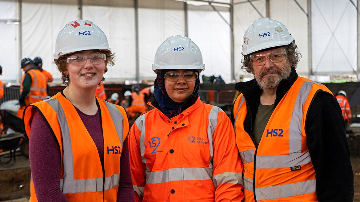 HS2 unearths new opportunities for trainee archaeologists: Group photo - archaeology trainees lo res (003)