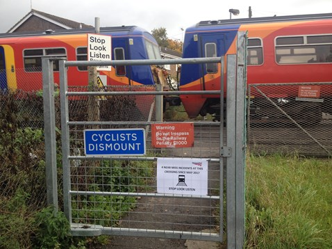 Hatches level crossing